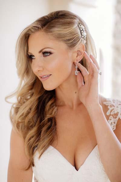 Ρομαντικά χτενίσματα για μακριά μαλλιά με πιασίματα σε γάμο (1)