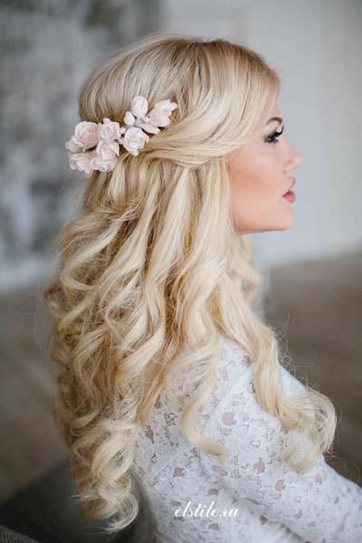Ρομαντικά χτενίσματα για μακριά μαλλιά με πιασίματα σε γάμο (5)