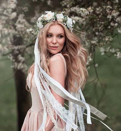 Χτενίσματα με στεφάνι για μακριά μαλλιά νύφης (1)