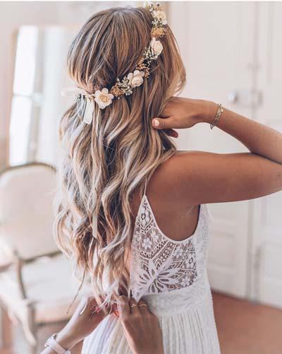 Χτενίσματα με στεφάνι για μακριά μαλλιά νύφης (3)