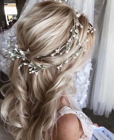 Χτενίσματα με στεφάνι για μακριά μαλλιά νύφης (4)