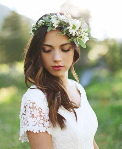 Χτενίσματα με στεφάνι για μακριά μαλλιά νύφης (6)