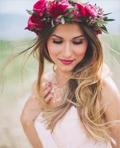 Χτενίσματα με στεφάνι για μακριά μαλλιά νύφης (7)