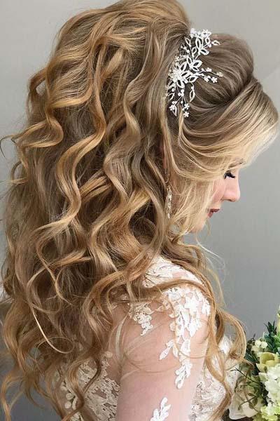 Νυφικά χτενίσματα για μακριά μαλλιά με μπούκλες (1)
