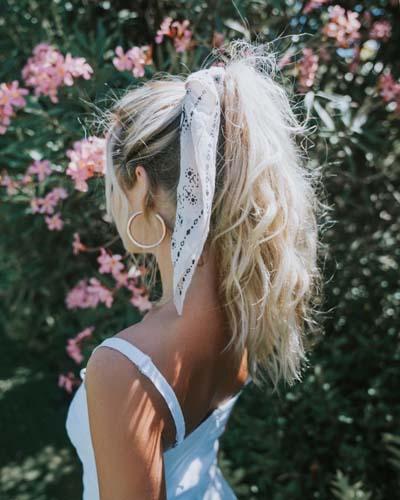 Χτενίσματα με μπαντάνα στα μαλλιά (3)