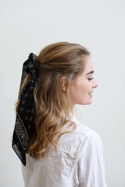 Χτενίσματα με μπαντάνα στα μαλλιά (29)