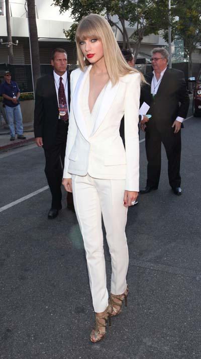 Συνδυασμοί για ντύσιμο με άσπρο σακάκι (46)