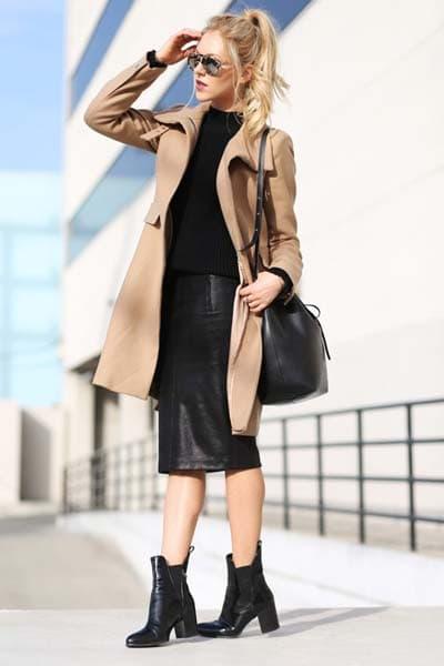 Casual chic total black σύνολο με στενή μίντι φούστα και μπεζ παλτό