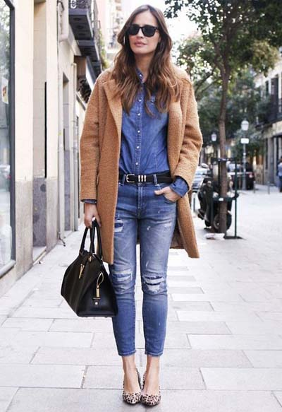 Total denim outfit με camel πανωφόρι