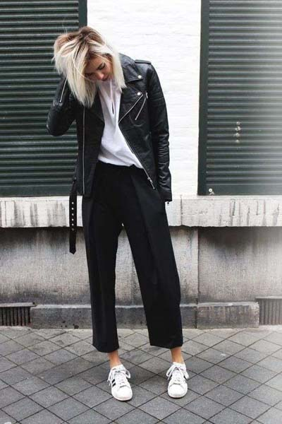 Rock style street outfit με μαύρο υφασμάτινο παντελόνι
