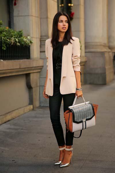 Chic σύνολο με μαύρο παντελόνι και ροζ σακάκι