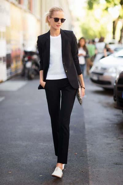 Casual μαύρο γυναικείο κοστούμι με sneakers