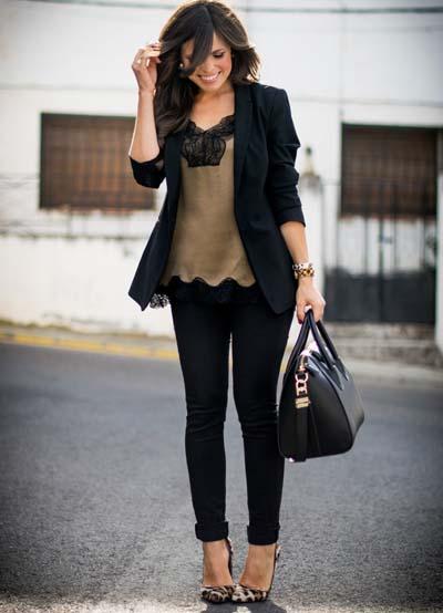 Ντύσιμο με γυναικείο κοστούμι και camisole