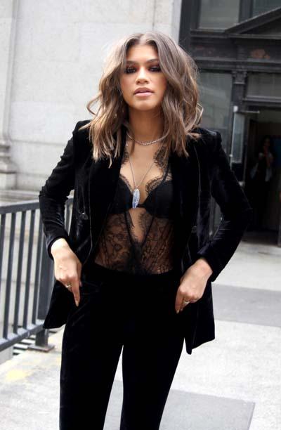 Βελούδινο μαύρο γυναικείο κοστούμι με bralette