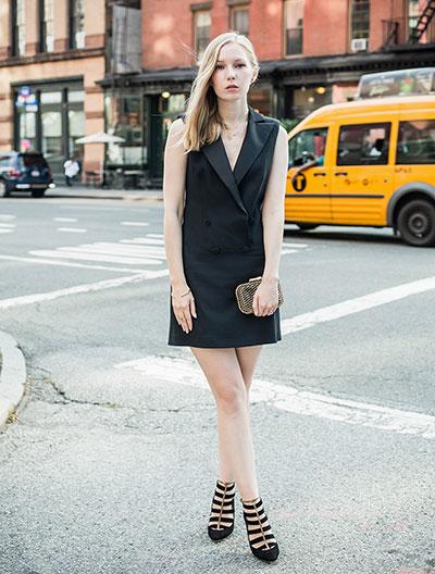 Αμάνικο φόρεμα τύπου μπλέιζερ με πέδιλα