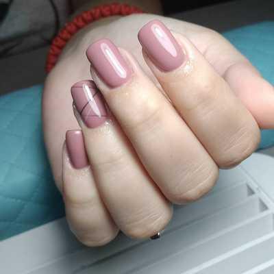 Νουντ μπεζ ροζ νύχια με γραμμές