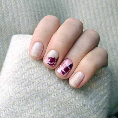 Μπεζ-κόκκινα σχέδια στα νύχια