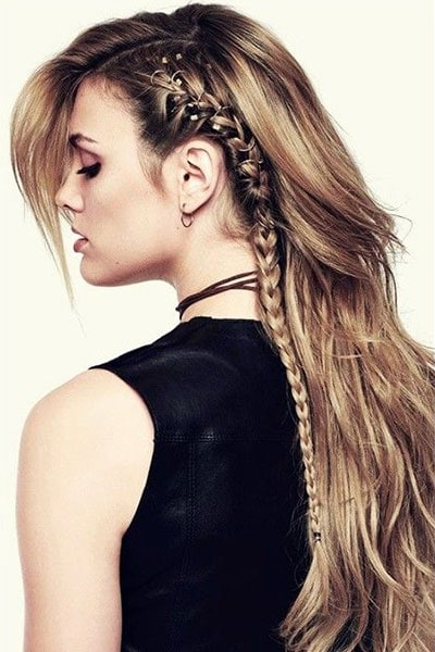 Ροκ / μπόχο μακριά wavy μαλλιά με φράντζα στο πλάι και πλεξούδα