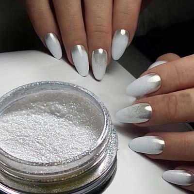 Λευκά νύχια με περλέ σκόνη μανικιούρ