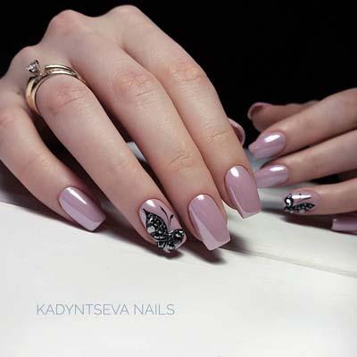 Σκούρο ροζ pearl nail art με μαύρα σχέδια