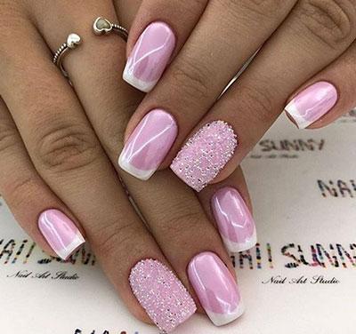 Ροζ γαλλικό μανικιούρ με περλέ εφέ