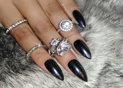 Μαύρα περλέ νύχια