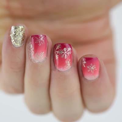 Ροζ όμπρε νύχια με χιονονιφάδες για τα Χριστούγεννα