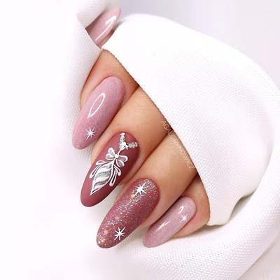 Ροζ σχέδιο νυχιών με μπάλες