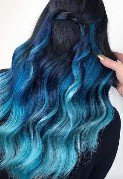 Balayage σε μπλε αποχρώσεις με μαύρη βάση μαλλιών