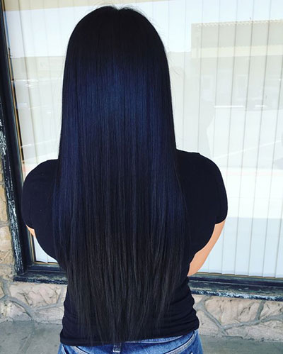 Midnight blue ombre σε μαύρα ίσια μαλλιά που αναδεικνύεται χάρη στο μήκος τους