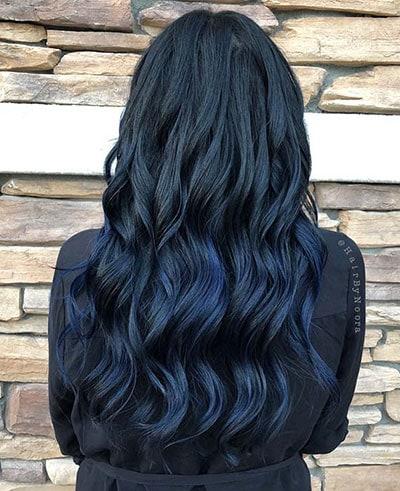 Σκούρο denim μπλε χρώμα στα μαλλιά