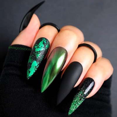Μαύρα - πράσινα stiletto nails