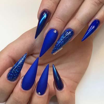 Μπλε stiletto nails με στρας