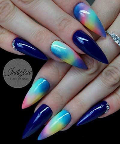 Μπλε νύχια στιλέτο με στρας