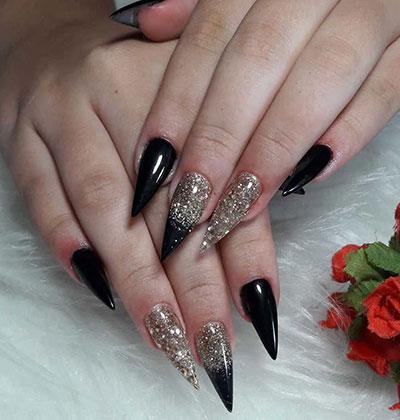 Μαύρα stiletto nails με glitter