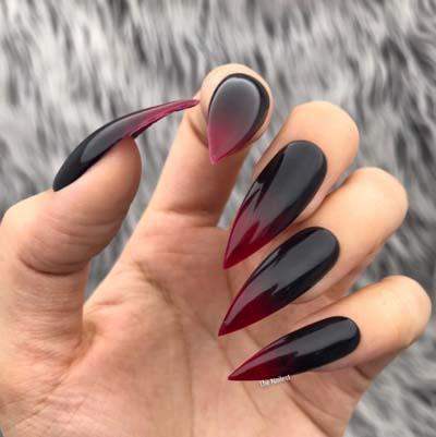 Ombre stiletto nails σε μαύρο - κόκκινο χρώμα