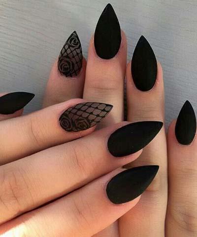 Μαύρα ματ νύχια stiletto