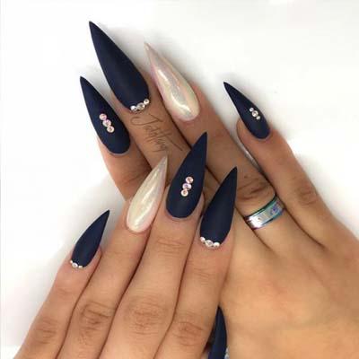 Μπλε ματ νύχια στιλέτο