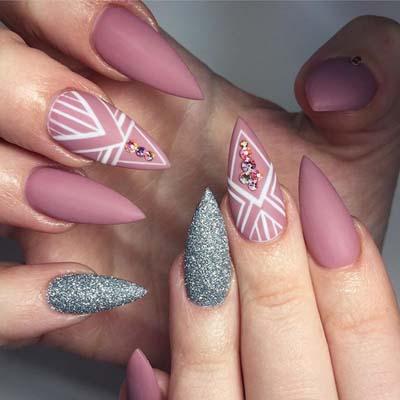 Ροζ νύχια στιλέτο