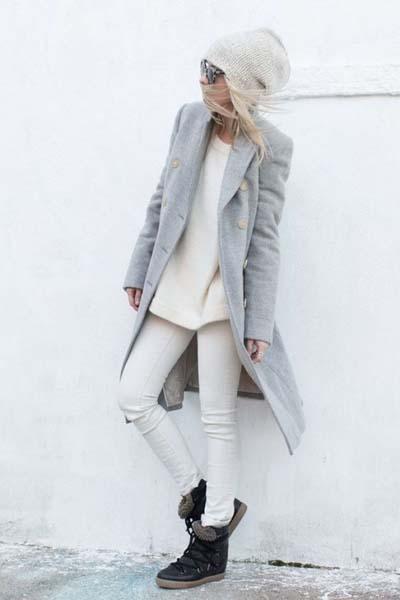 Ντύσιμο σε ουδέτερους τόνους του γκρι και του άσπρου με τζιν
