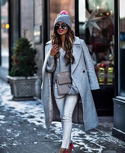Γκρι λευκό casual chic outfit με φούξια λεπτομέρειες