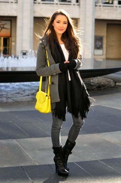 Γκρι ημίπαλτο με γκρι jean και κίτρινη τσάντα