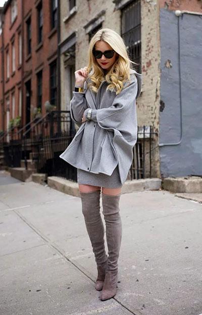 Γκρι κάπα με στενό μίνι φόρεμα και μπότες πάνω από το γόνατο