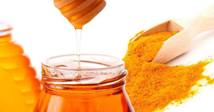 Μάσκα με κουρκουμά και μέλι στο πρόσωπο