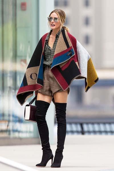 Blanket poncho με κοντό σορτς και over the knee boots