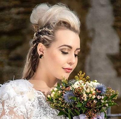 Μακιγιάζ για ξανθιά νύφη με πράσινα μάτια σε χρυσούς και καφέ τόνους