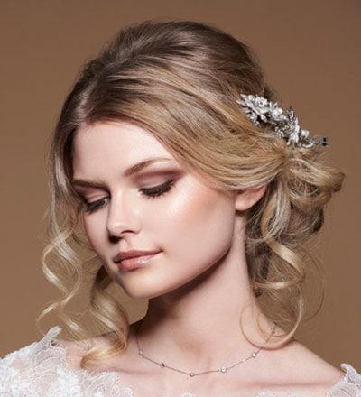 Μακιγιάζ για ξανθιά νύφη σε γήινους τόνους