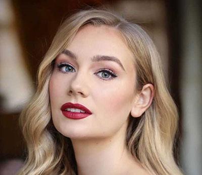 Νυφικό μακιγιάζ για ξανθιές με κόκκινα χείλη