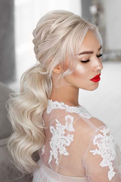 Μακιγιάζ για ξανθιά νύφη με κόκκινο κραγιόν