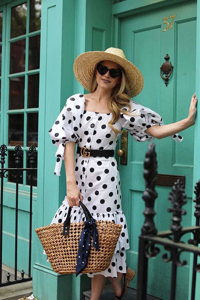 Μίντι λευκό με μαύρο πουά φόρεμα με φουσκωτά μανίκια